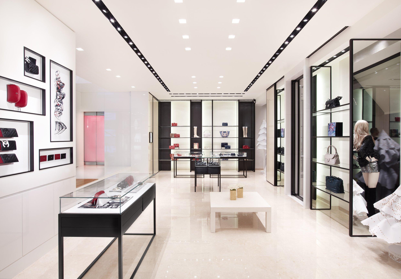 Via sant andrea modaonlive for Chanel milano boutique