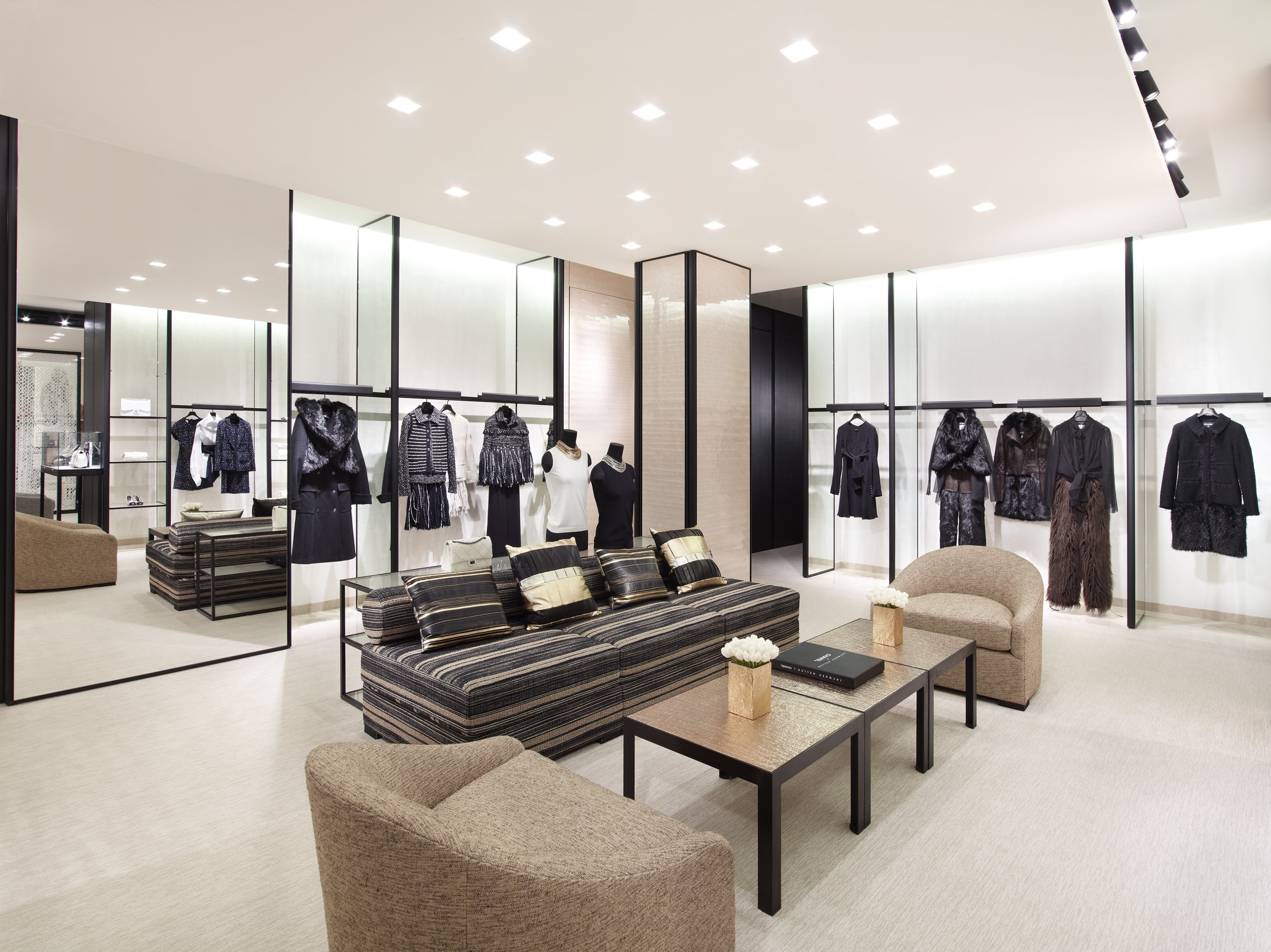 A private tour for the re opening chanel via sant andrea for Chanel milano boutique