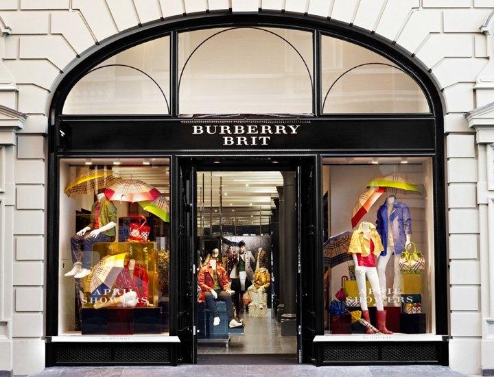 Burberry Brit Store A Milano : Burberry inaugura la prima boutique brit